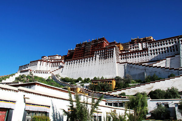 China's Potala Palace to reopen