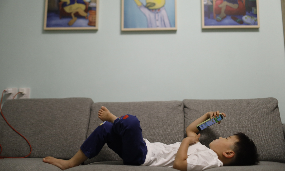 40 pct Chinese parents think their children 'addicted' to mobile devices: survey