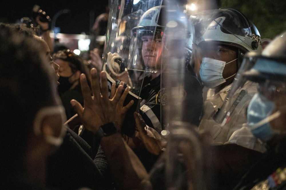 NYC mayor eyeing curfew after violence flares amid protests