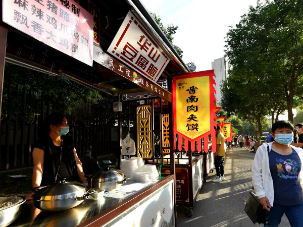 Night markets and street stands revive Chinese economy