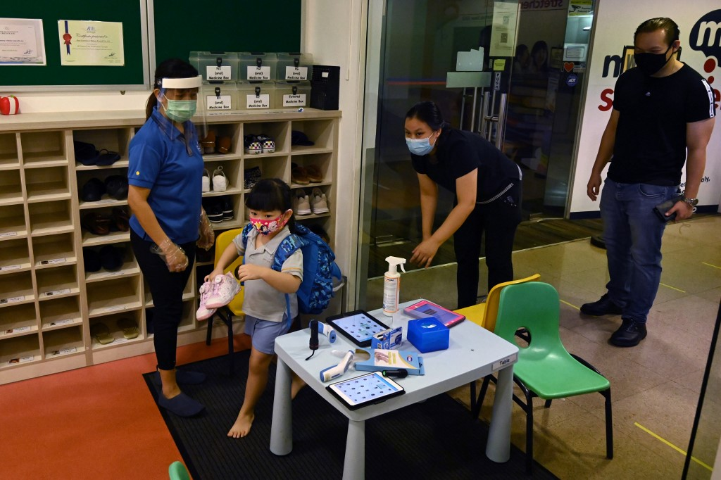 Singapore reports 569 new COVID-19 cases, raising total to 36,405