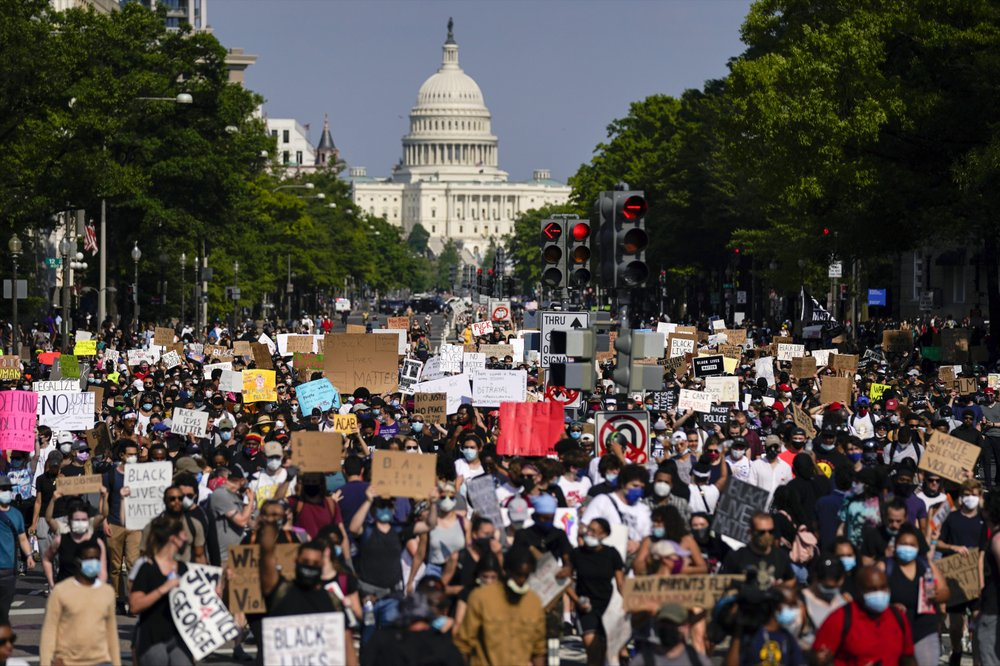 Thousands again protesting near White House