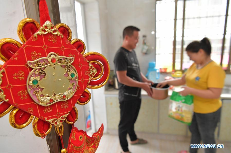 Poverty-alleviation businesses help resettlement community inhabitants shake off poverty in Jiangxi