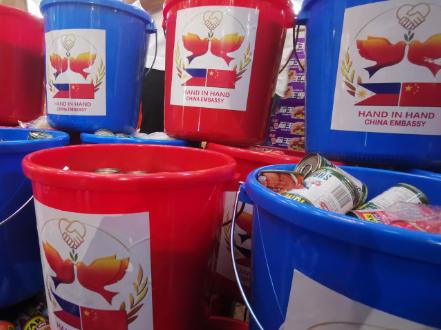 Chinese Embassy donates 'friendship bags' to Manila citizens