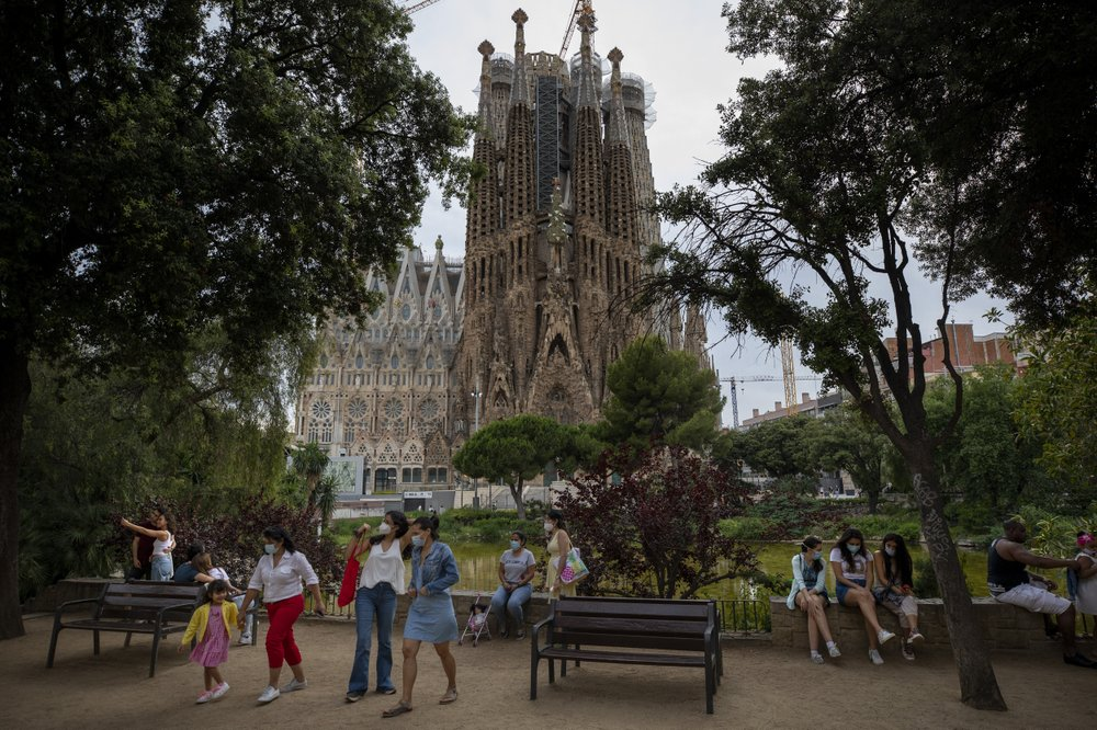 Barcelona locals reclaim city from tourists during pandemic