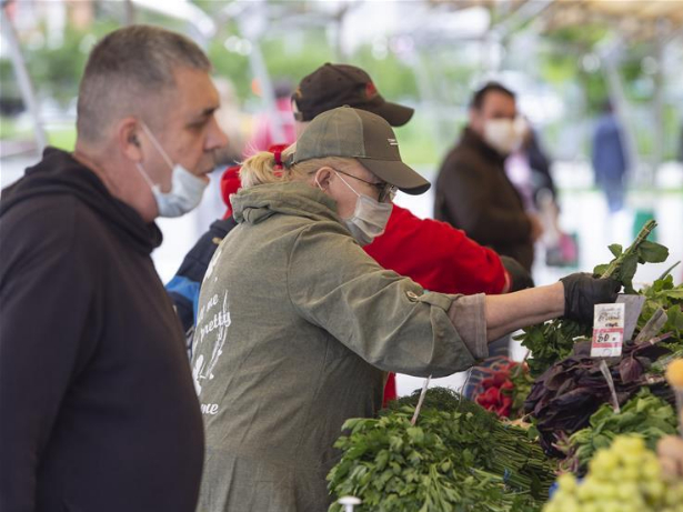 Street markets open for first time since lockdown in Moscow