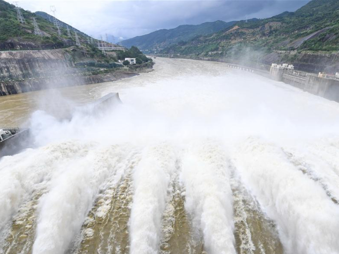 Shuikou Hydropower Station opens its sluices for water discharge in SE China