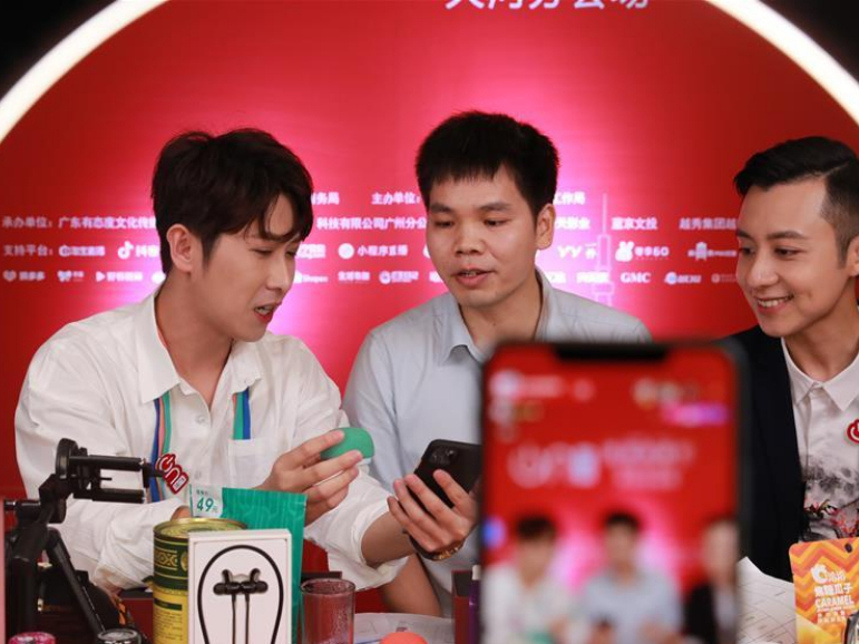 Livestreaming event held in Guangzhou to promote online shopping