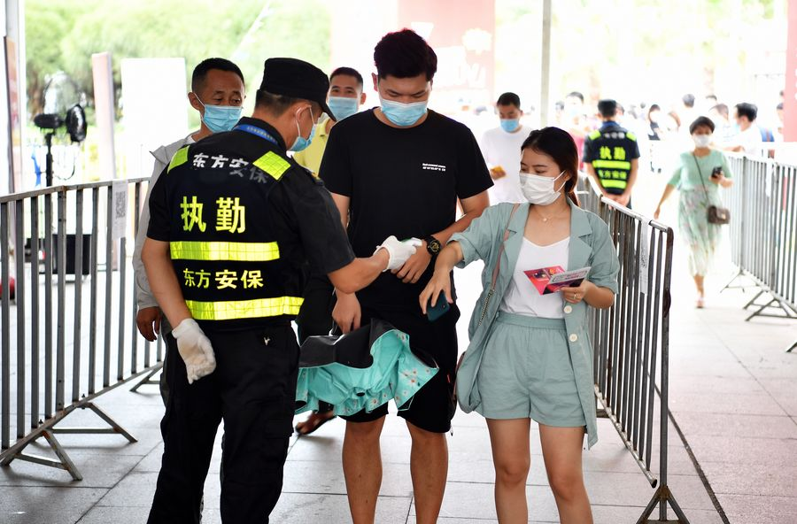 Chinese mainland reports 4 new confirmed COVID-19 cases, 2 new asymptomatic cases