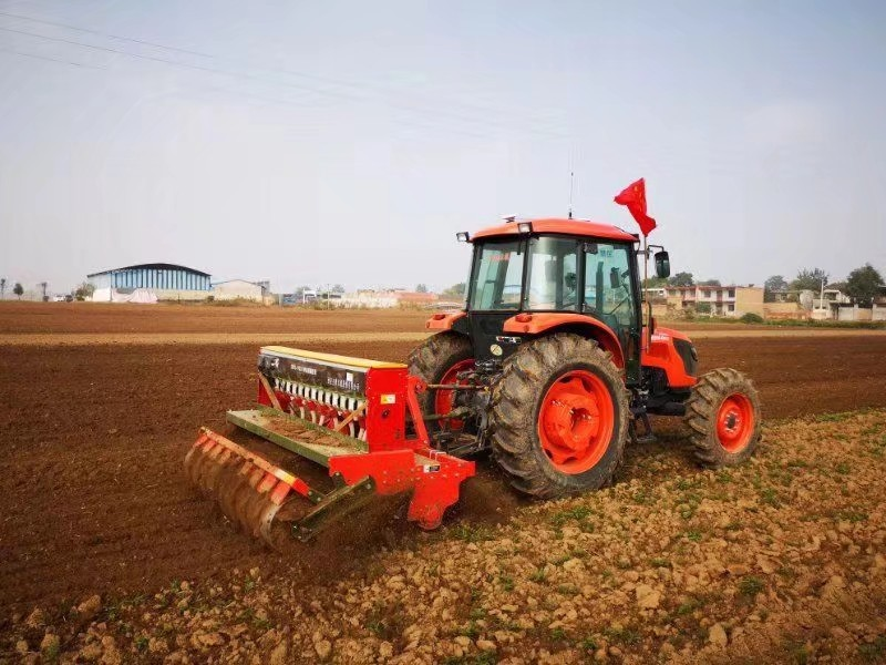 Driverless tractor plants field in Shaanxi