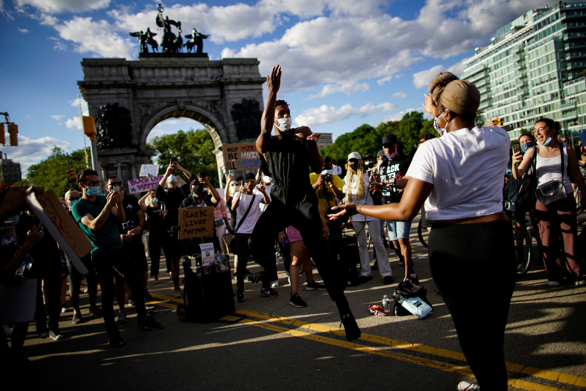 Anti-racism protests swell as Democrats draft legislation to overhaul police accountability