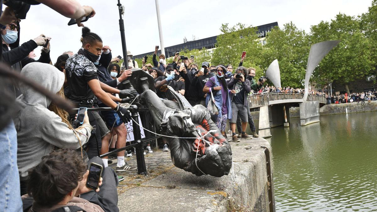 UK anger at toppled slave trader statue but few want it back