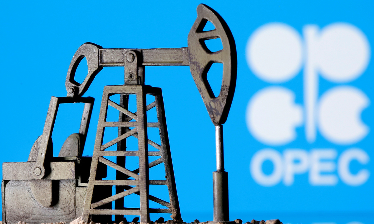 Oil producers agree on extension of cut in output