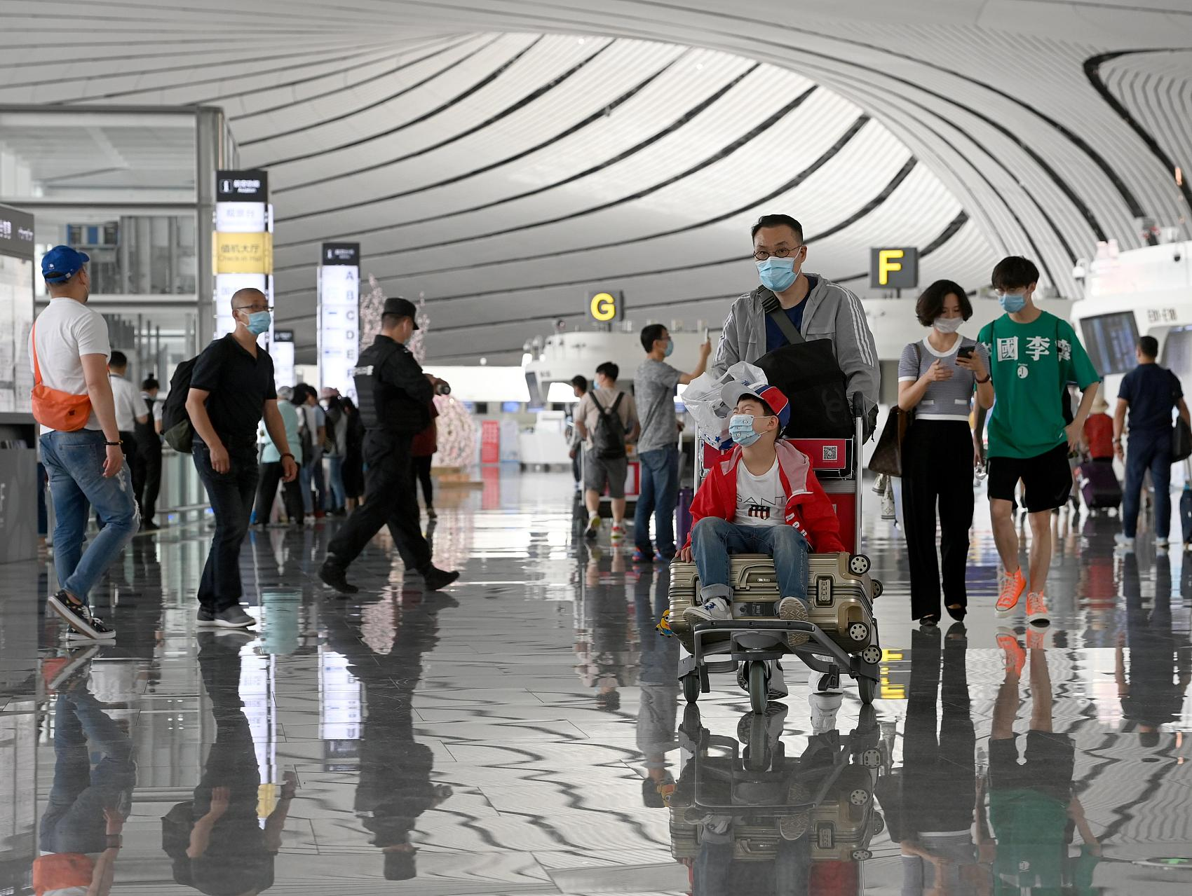 China's air passenger volume recovers to one-million mark