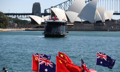 Chinese students consider postponing their return to Australia