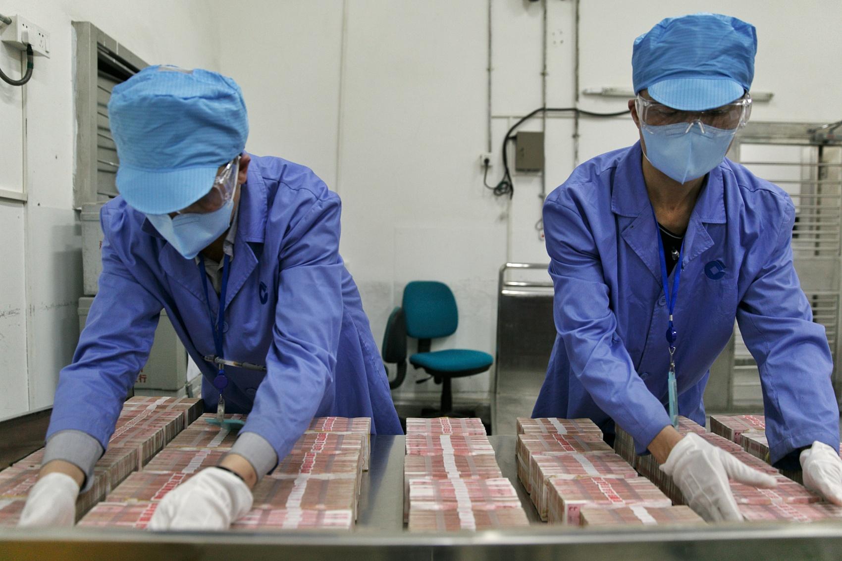 China to pilot regulations on large cash transactions