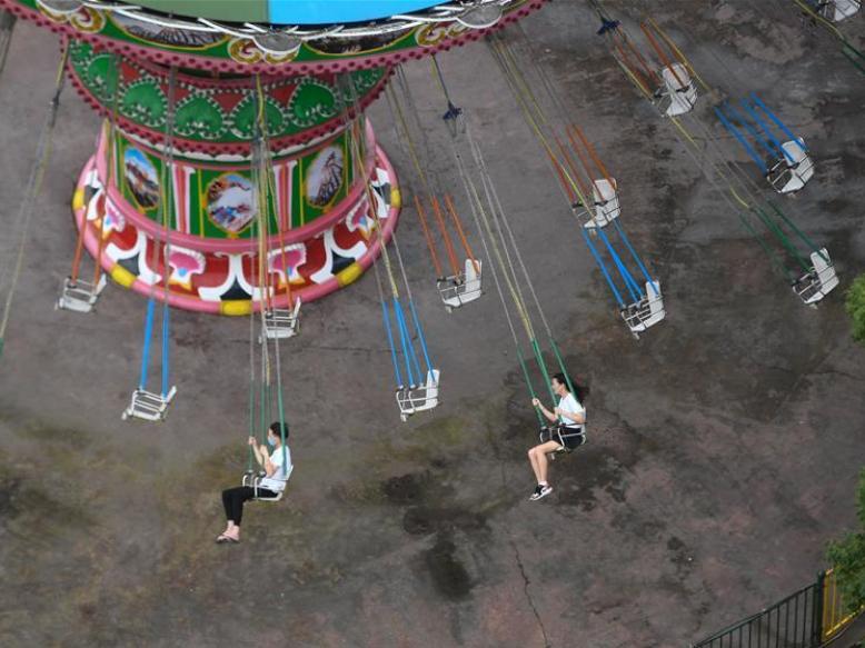 Amusement park Hangzhou Paradise reopens