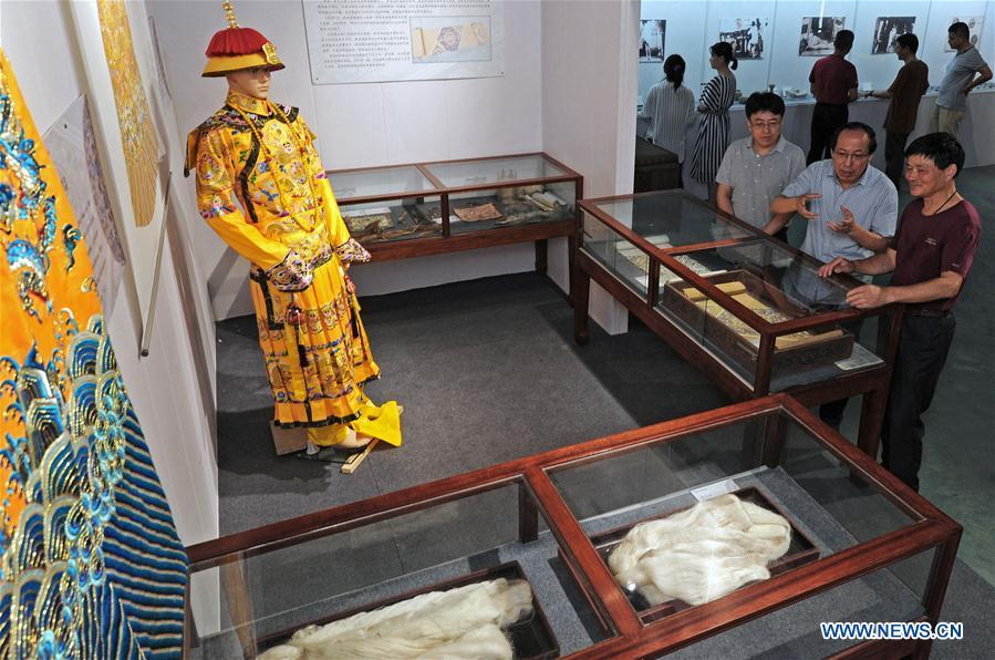 Pic story: villager inherit making of Jili silk in China's Zhejiang