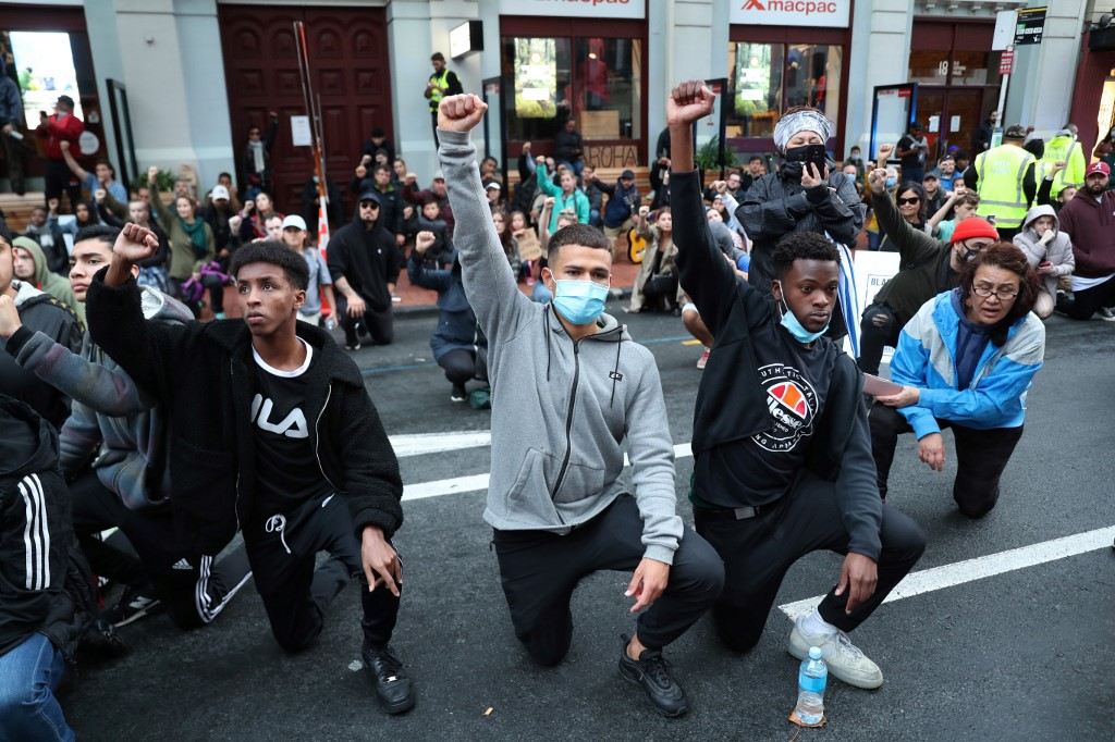 New Zealand protesters take knee outside US consulate