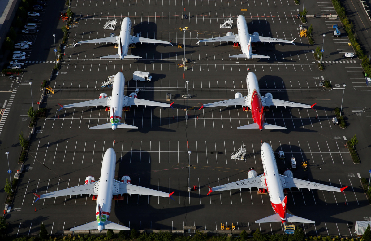 Boeing delays production of 737 MAX jet
