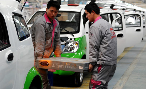 China's NEV storage battery sector sees output plunge in May