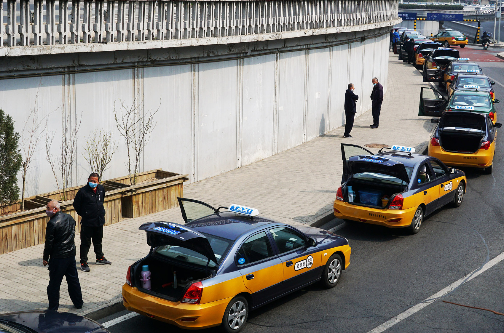 Beijing taxis asked to stay in the city