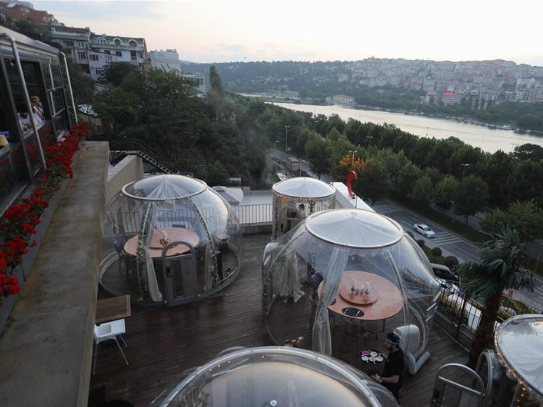 Istanbul's restaurant offers bell jar-like zones free from COVID-19