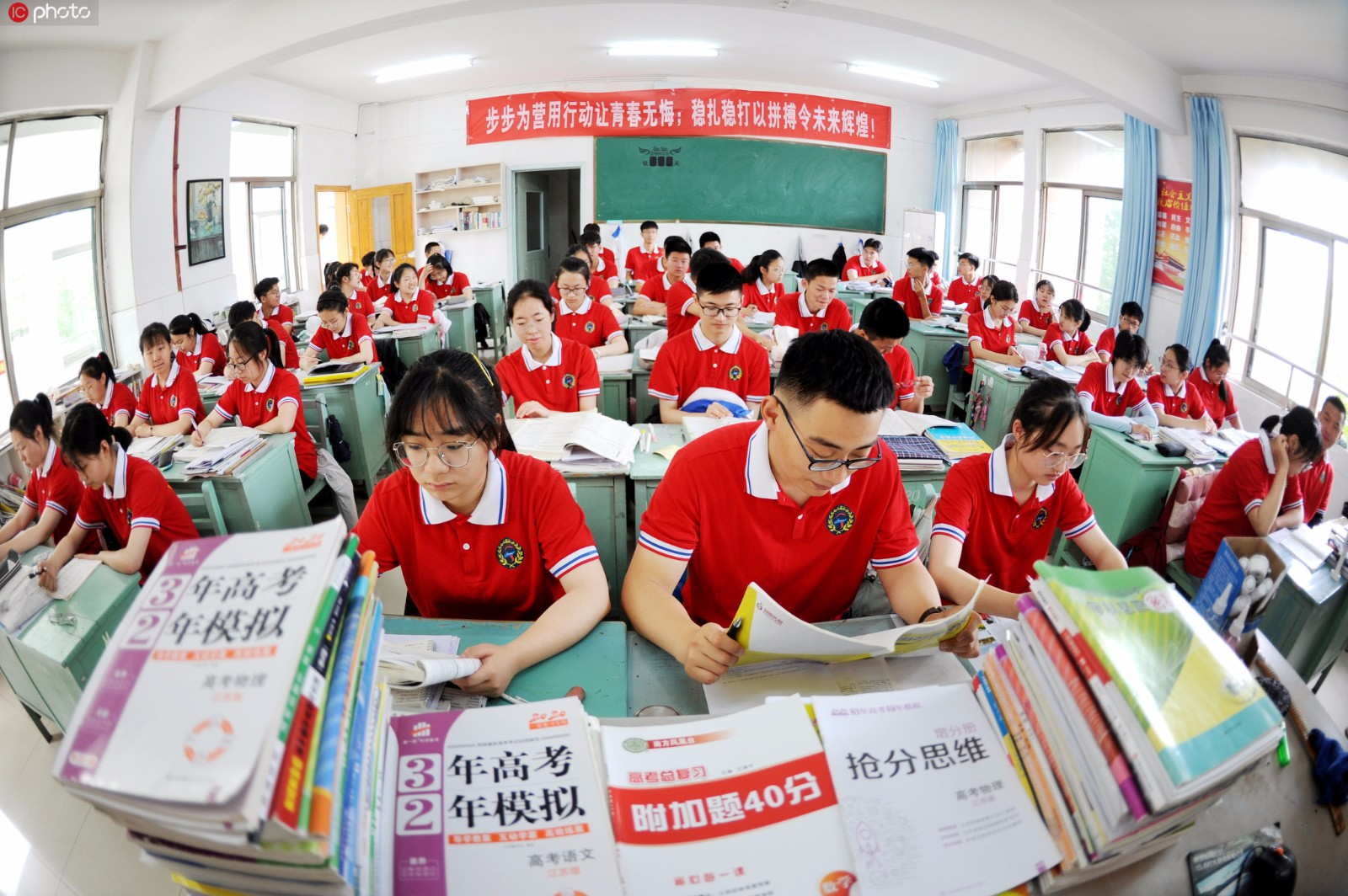 20-day countdown to Gaokao, seniors get ready