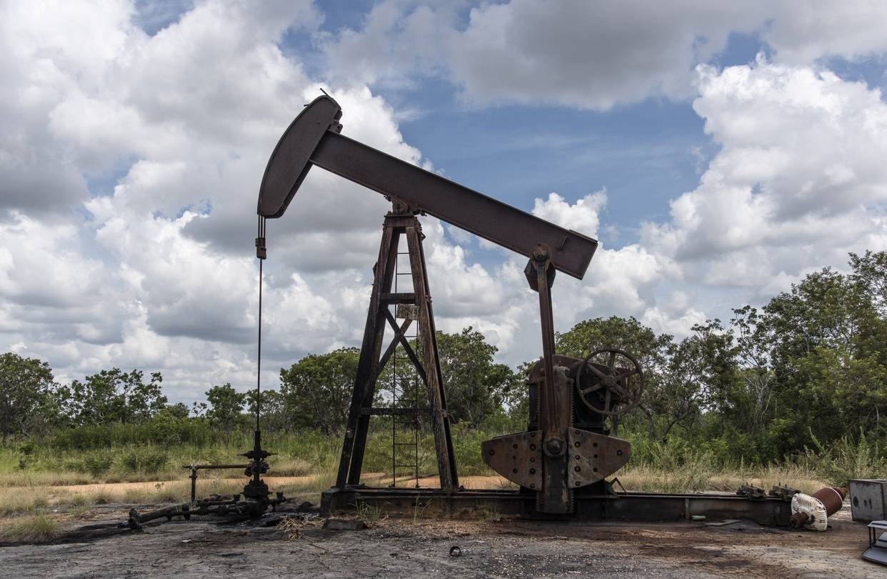 Venezuelan oil production sinks to lowest output in 77 years