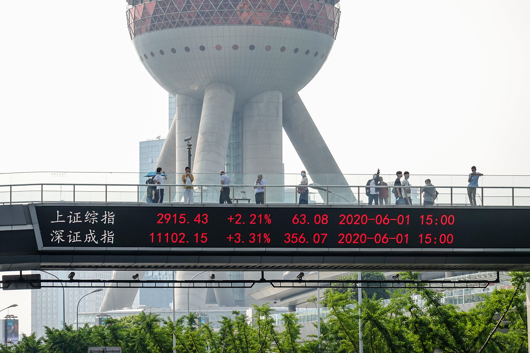 Chinese shares higher at midday Thursday