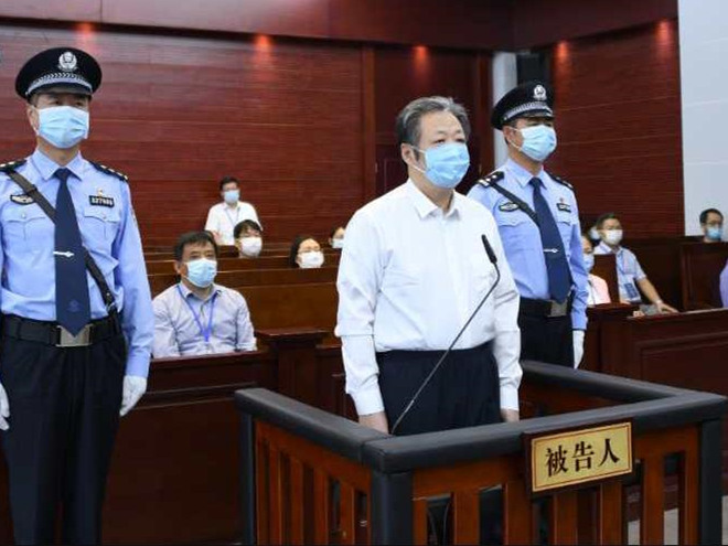 Former State tobacco official gets life imprisonment for bribery