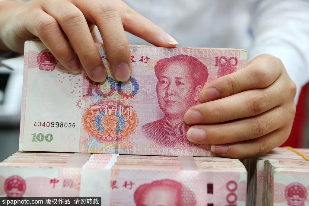 China's fiscal revenue down 13.6%