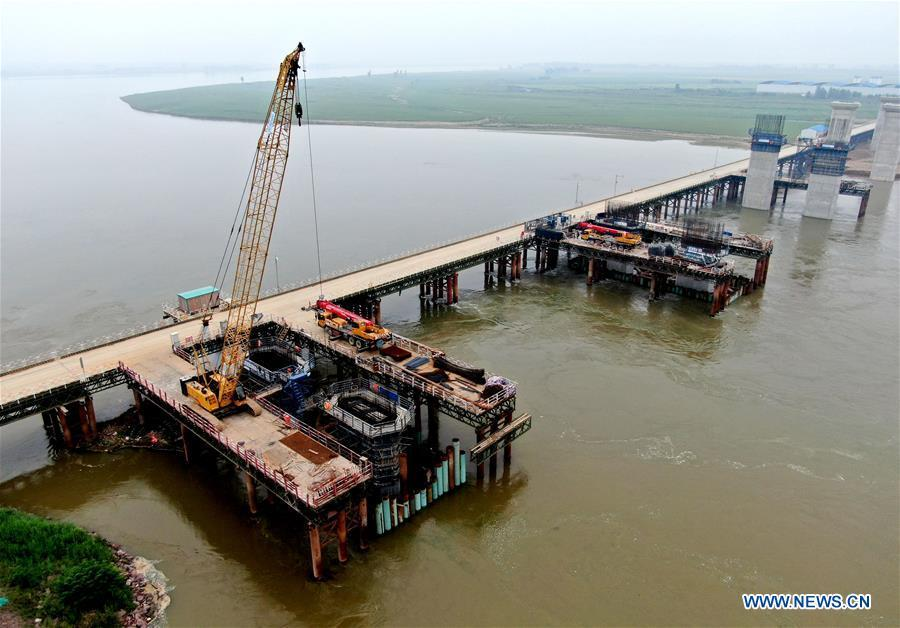 Construction work of Yellow River bridge under way in Mengzhou, Henan