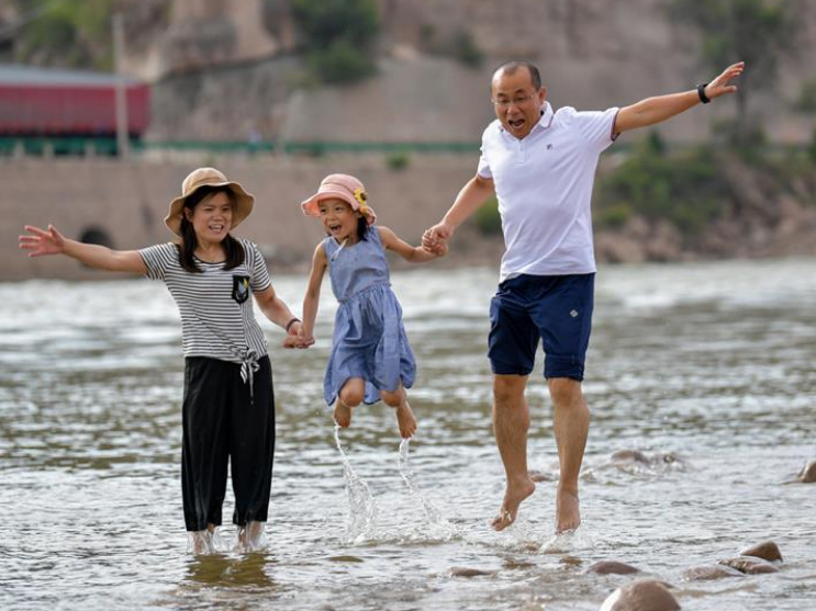 Couple devoted to helping people shake off poverty in China's Shanxi