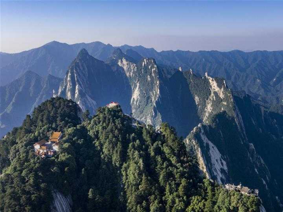 Photograph: Bright Scenery of Huashan Mountain