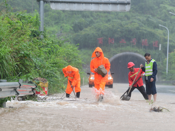 State councilor stresses flood control efforts in Yangtze River basin