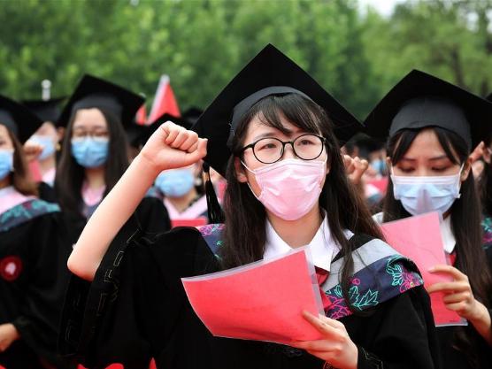 University holds graduation ceremony