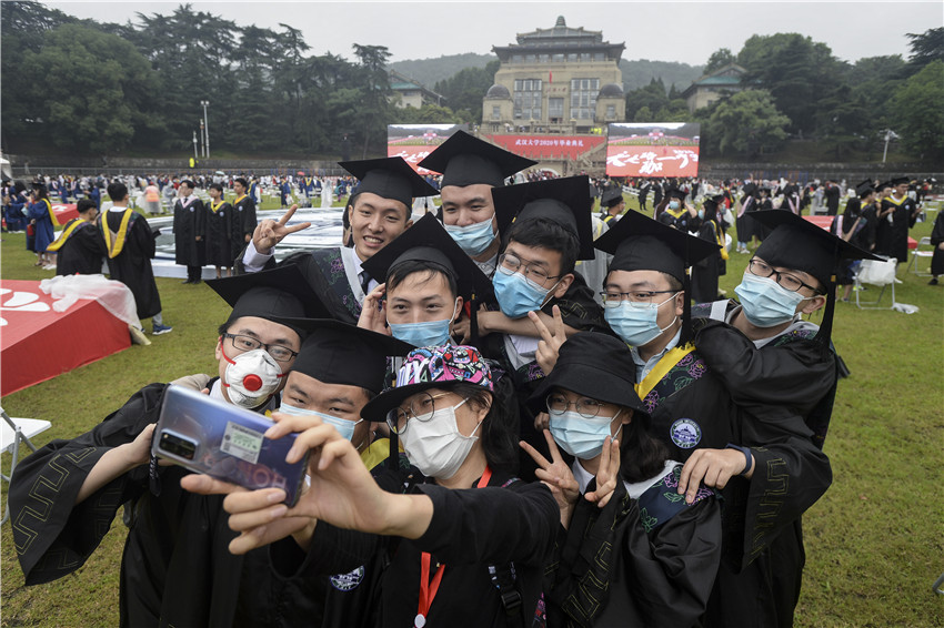 Chinese government helps college graduates find jobs online