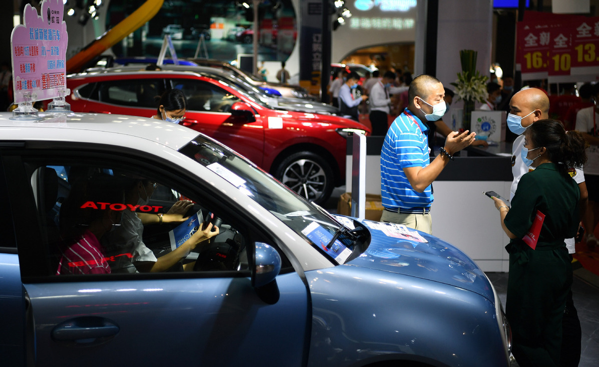 China's auto imports, exports down 10 pct in May