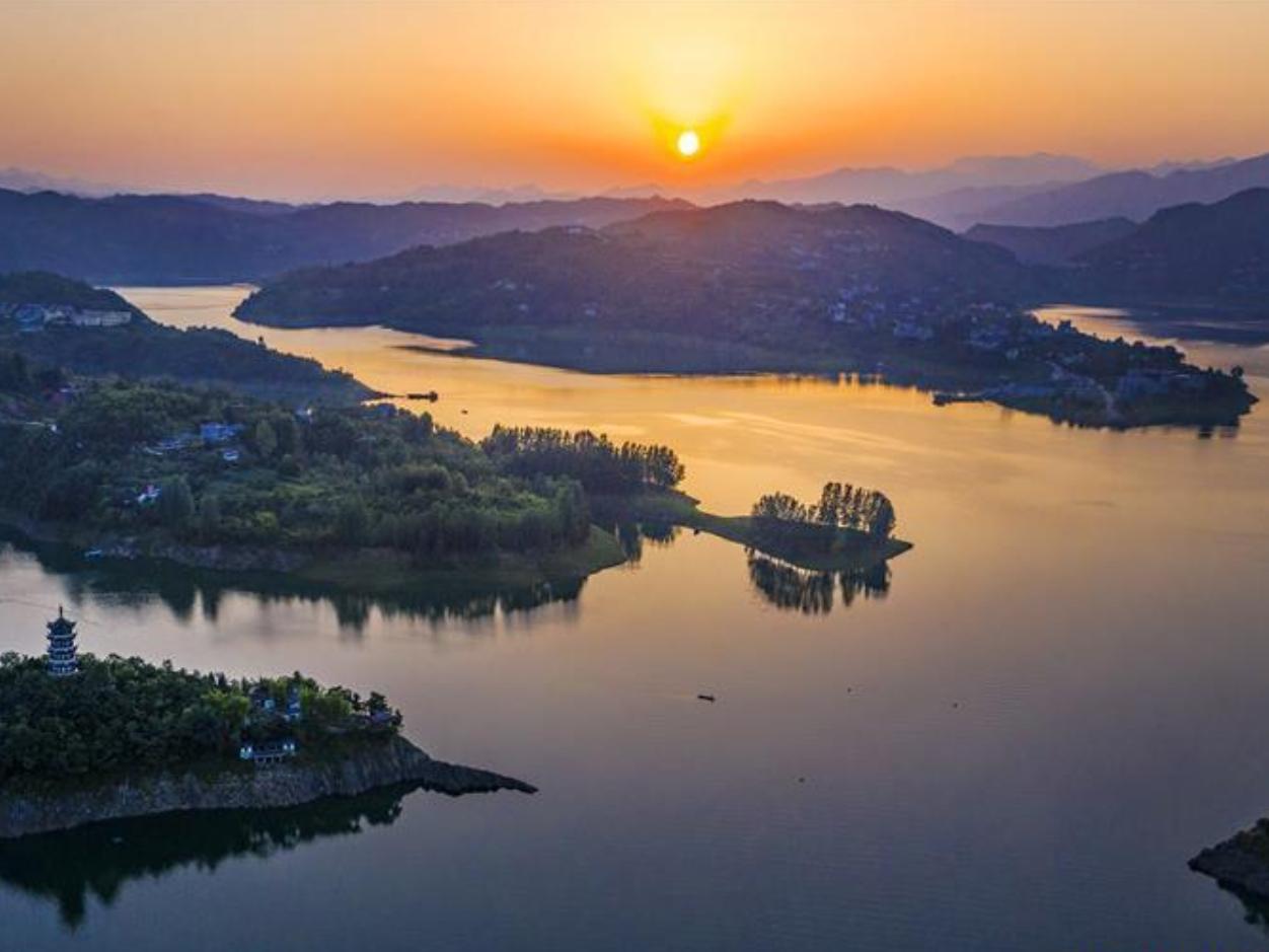Scenery of Yinghu Lake Scenic Spot in Ankang, Shaanxi