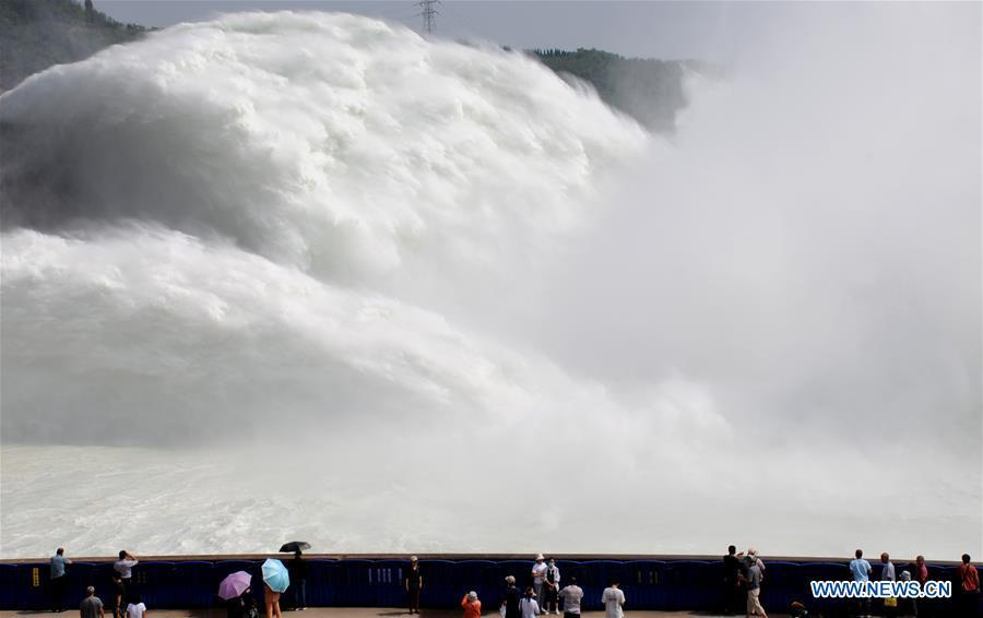 Xiaolangdi Reservoir discharges water at 4,200 cubic meters per second