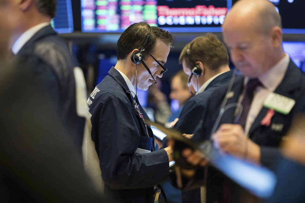 US stocks end higher as bank shares lead
