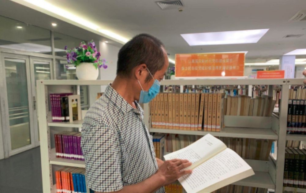Migrant worker lands new job after writing note to library