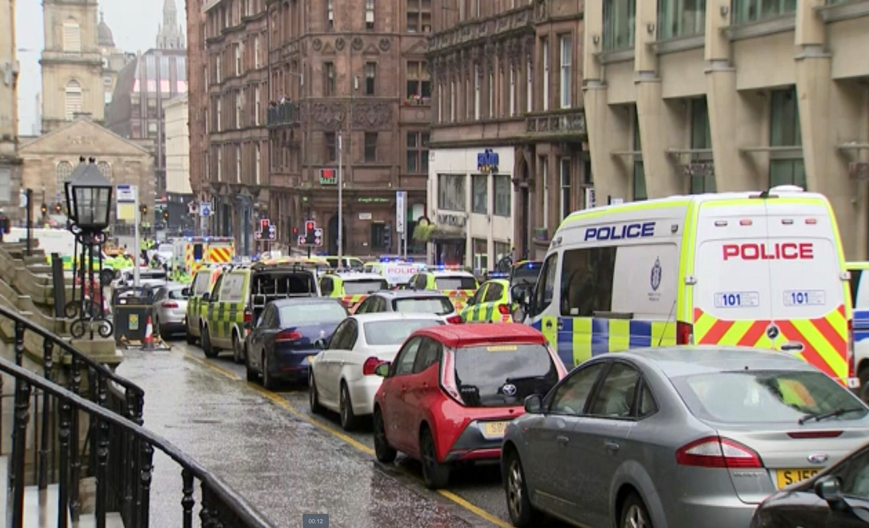 Police officer stabbed, suspect shot in Glasgow