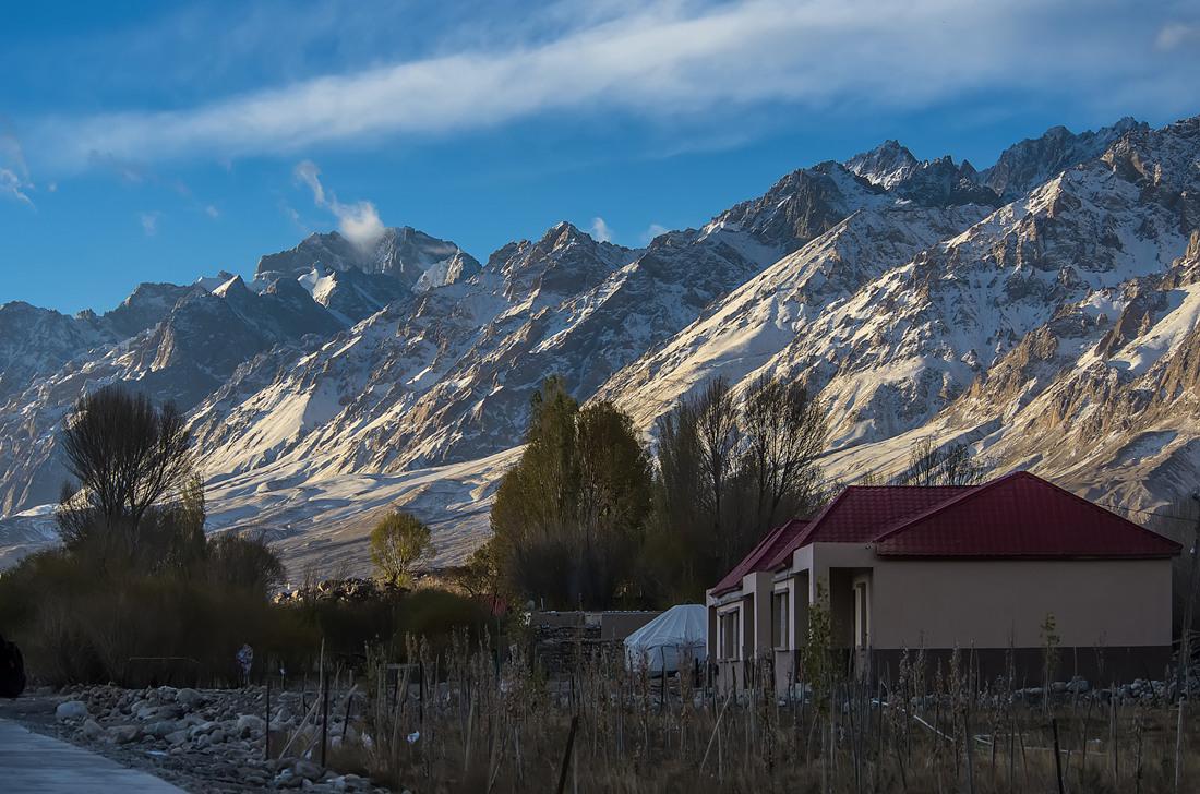 Ethnic Tajik youngster nurturing entrepreneurship on Xinjiang's Pamir Plateau