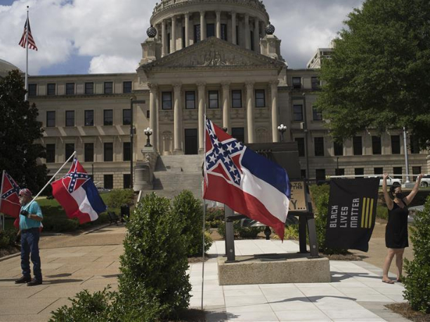 US Mississippi House passes bill to remove Confederate emblem from state flag