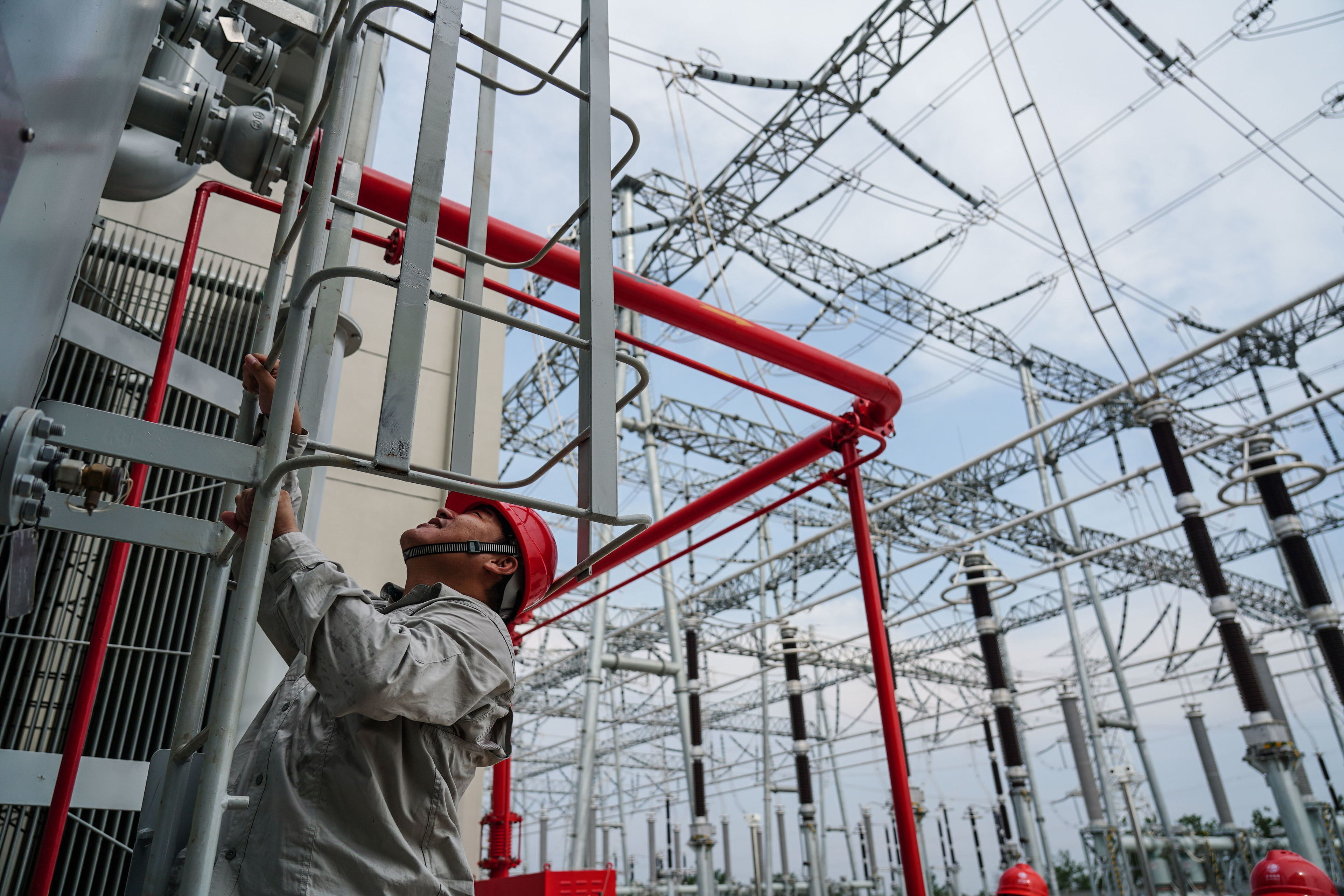 China extends electricity price cut to aid businesses