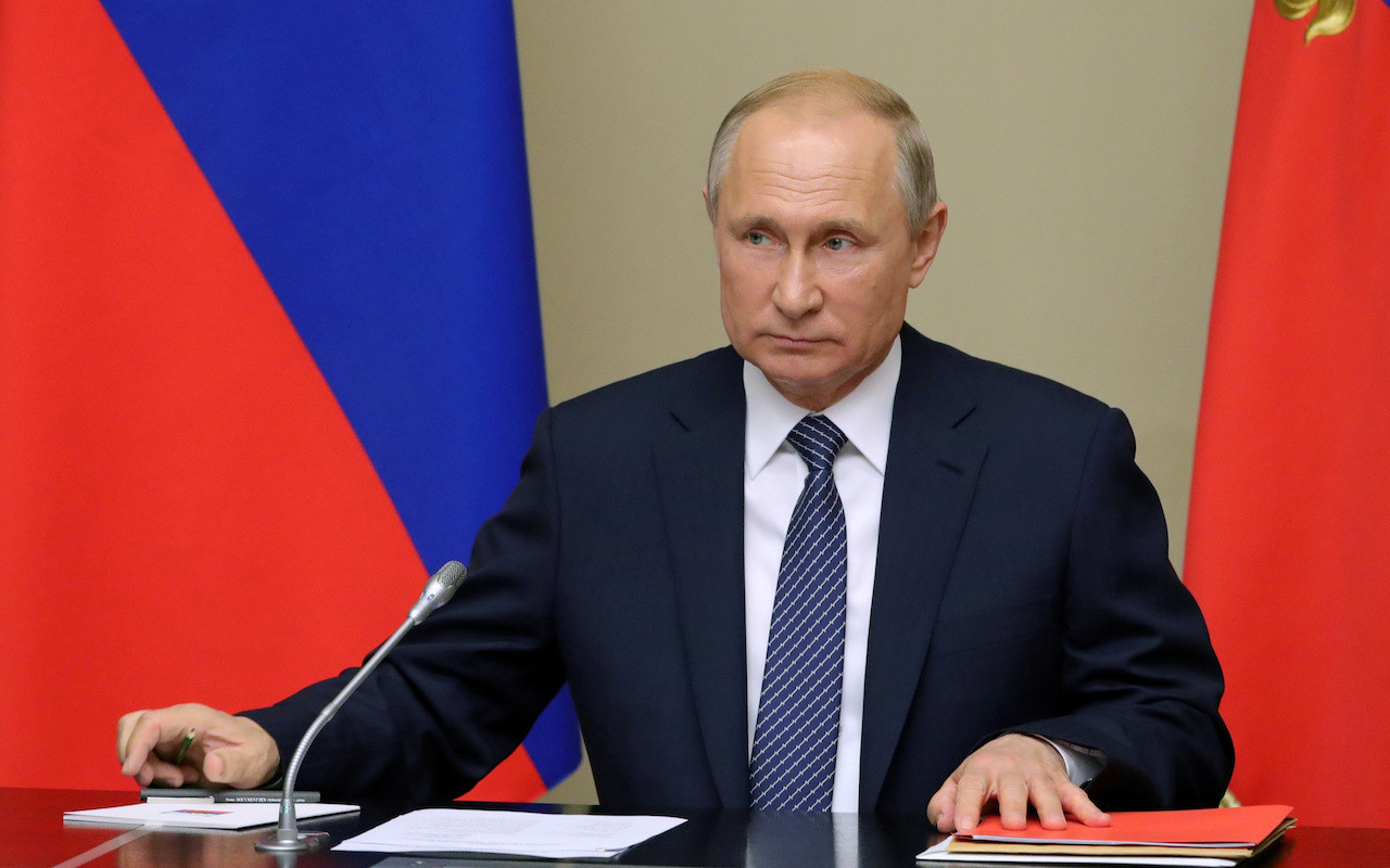 Putin urges Russians to vote on constitutional amendments