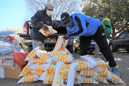 Chinese embassy in S. Africa donate food to underprivileged community
