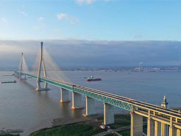 Bridge linking Nantong and Zhangjiagang opens to traffic on July 1